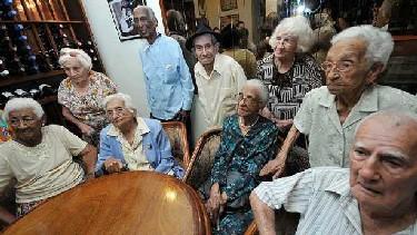 20110527232902-ancianos-centenarios-cubanos.jpg