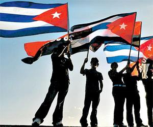 20131127210758-cinco-banderas-cubanas.jpg